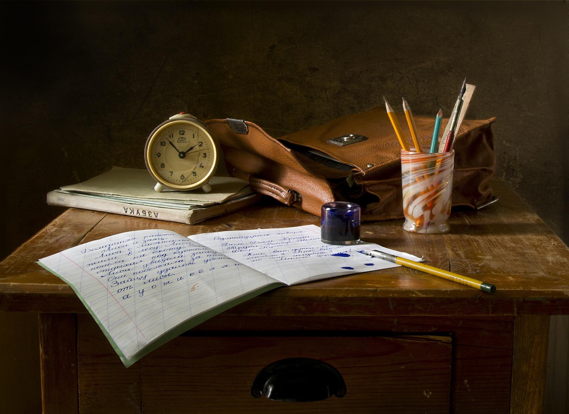כתיבת קורות חיים נותנת פור על אחרים